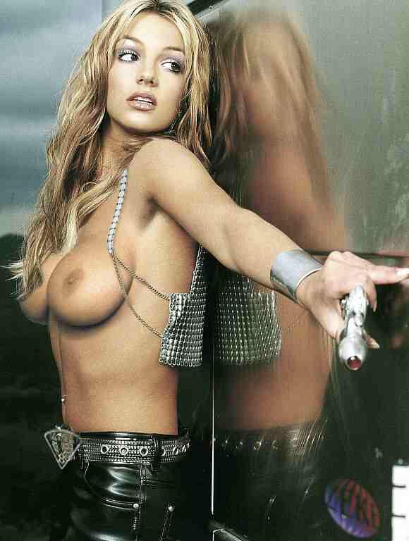 Christina Aguilera : Enceinte et nue pour V Magazine