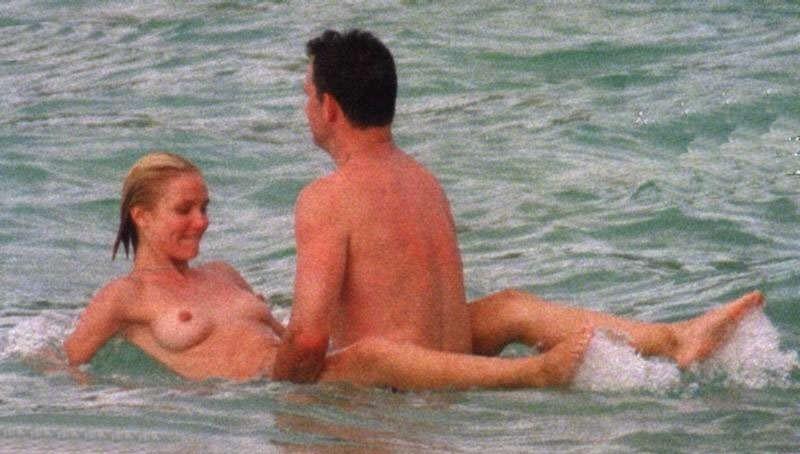 Toutes les photos de Cameron Diaz nue et seins nus - Whassup